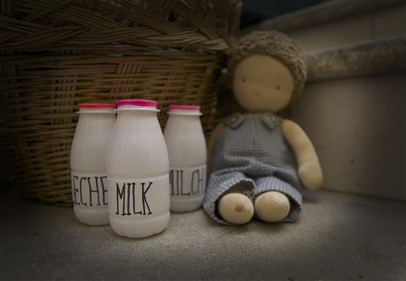 Milk bottles / Botellas de Leche / Milchflaschen