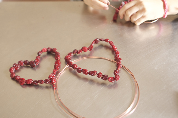 herzen draht getrocknete beeren alambre corazones bayas secas cadena hearts wire dried berries chain pendant colgante kette anhänger