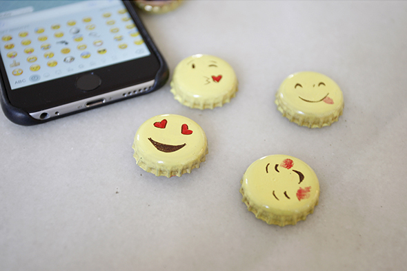 emoji regalo iman kronkorken geschenk present faces caras gesichter magnet broche broch