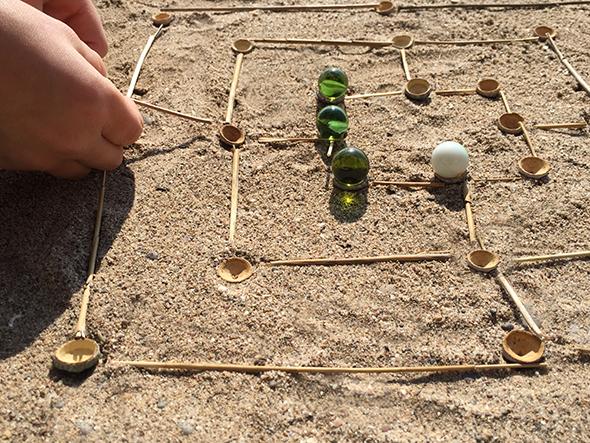 mühle spiel murmel landart mill game marble eucalyptus landart juego de molino de eucalipto canica 6