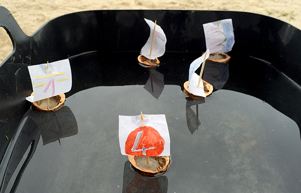 Barcos de nuez / Nut boats / Nussboote