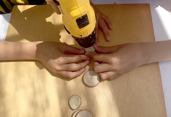 holzscheiben anmalen rodajas de madera pintar wood slices painted kids kinder niños manualidad basteln craft pendant
