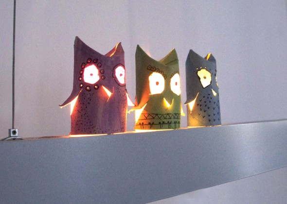 Owls with a light / Búhos con luz / Eulen mit Licht