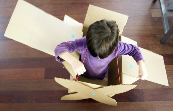 Caja de cartón / Cardboard box / Karton