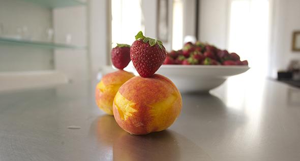 Strawberry man / Hombre fresa /  Erdbeermann