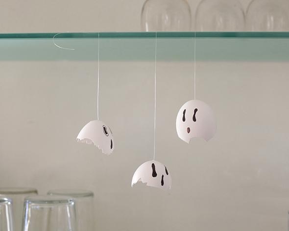 Eggshells ghosts / Cáscaras de huevo fantasmas / Eierschalen Gespenster