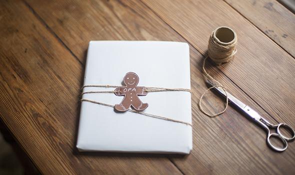 gingerbread-man-christmas-cookie-decorating-pfefferbrot-mann-weihnachtsplaetzchen-dekoration-geschenke-presents-hombre-navidad-galleta-decoracion-regalos
